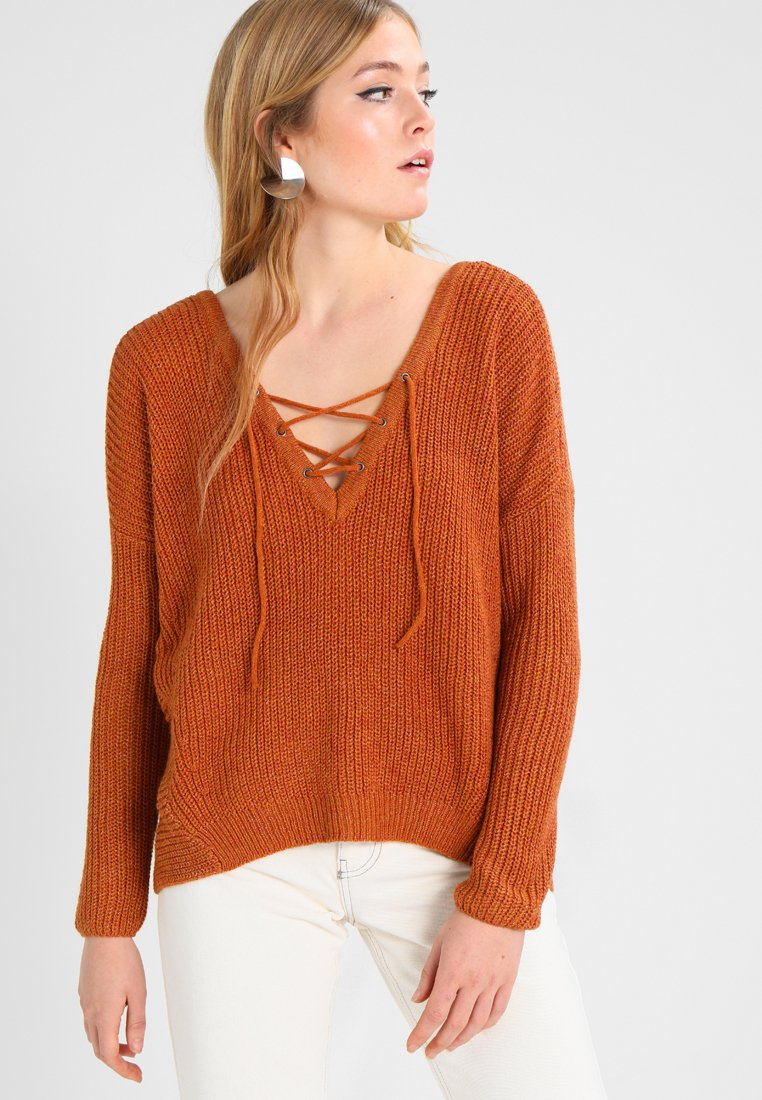 ONLY - ONLPEYTON LACE UP - Strickpullover - arabian spice