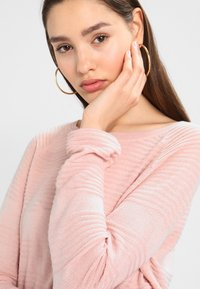 ONLY - ONLCAVIAR  - Maglione - misty rose - 3