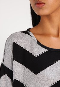 ONLY - ONLELCOS - Strickpullover - light grey melange/black - 3