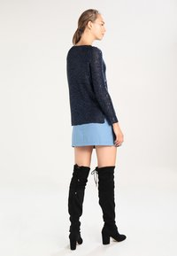ONLY - ONLADELE  - Jumper - sky captain/matching sequins - 2