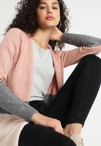ONLY - ONLQUEEN - Cardigan - misty rose/mottled grey melange/cloud pink melange - 4