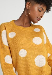 ONLY - ONLTIFFANY - Jersey de punto - golden yellow/cloud dancer - 4
