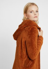 ONLY - ONLNEW CONTACT HOODED - Giacca invernale - caramel café - 3