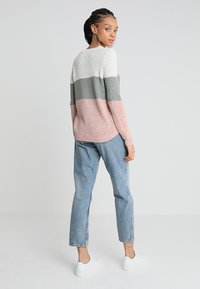 ONLY - ONLGEENA - Strickpullover - cloud dancer/chinois green/rose - 2
