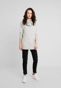 ONLY - ONLKLEO ROLLNECK - Pullover - light grey melange/ black melange - 1