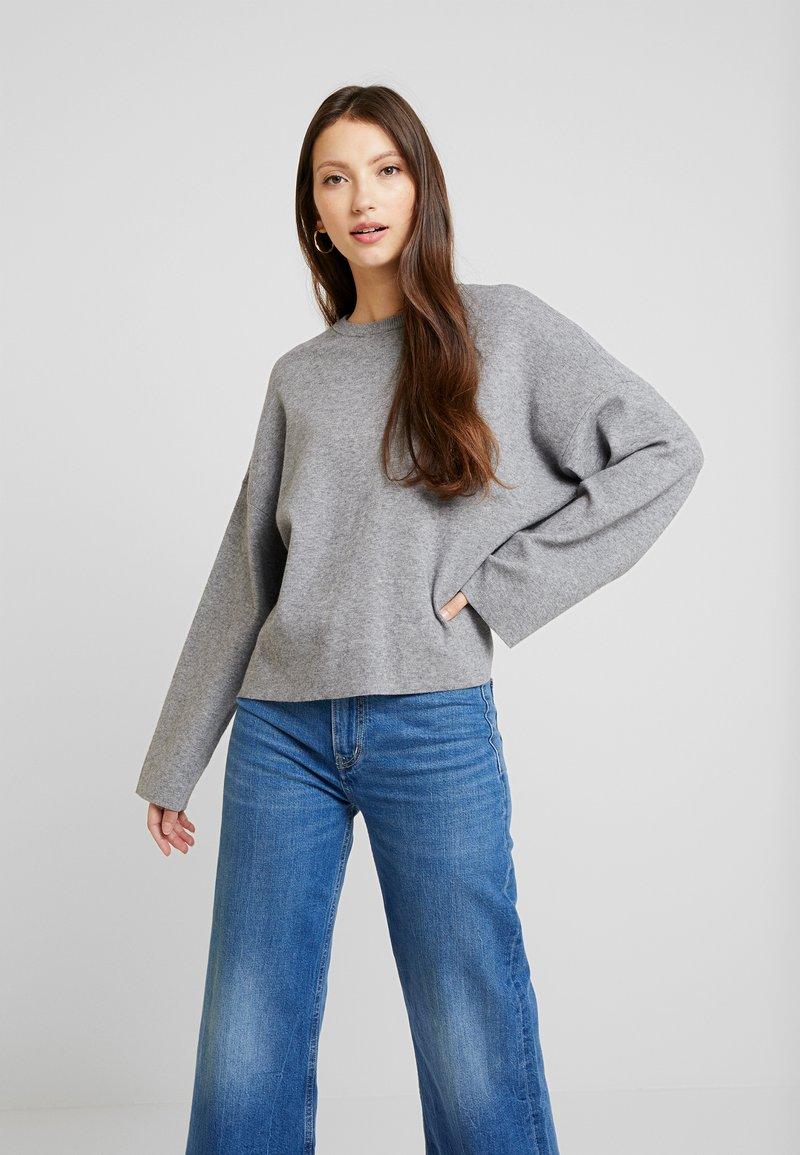 ONLY - ONLJESS CREW - Strikpullover /Striktrøjer - medium grey melange