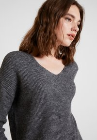 ONLY - ONLMARIE V NECK - Jumper - medium grey melange - 4