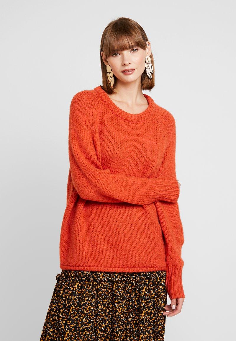ONLY - ONLLIVA ROLLEDGE - Strickpullover - orange