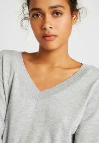 ONLY - ONLJULIA  V-NECK - Pullover - medium grey melange - 5