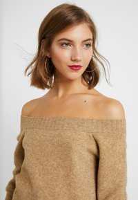 ONLY - ONLNANNA OFF SHOULDER - Trui - indian tan - 3