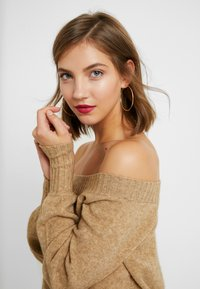 ONLY - ONLNANNA OFF SHOULDER - Trui - indian tan - 5