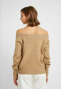 ONLY - ONLNANNA OFF SHOULDER - Trui - indian tan - 2