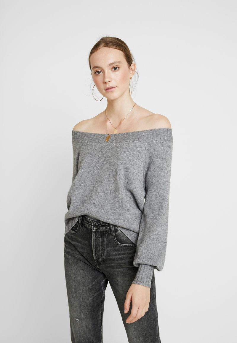 ONLY - ONLNANNA OFF SHOULDER - Strickpullover - medium grey