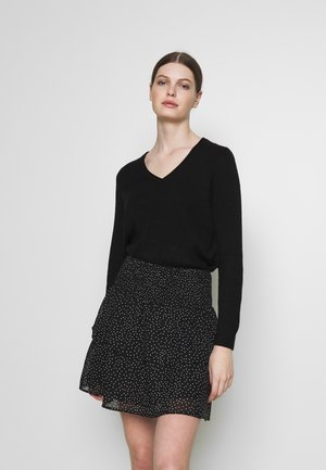 ONLLESLY NEW V-NECK - Strikkegenser - black