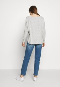 ONLY - ONLMAYE O-NECK - Jersey de punto - light grey melange/black melange - 2