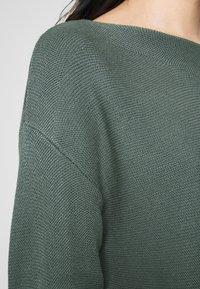 ONLY - ONLCLARA BOATNECK - Strickpullover - balsam green - 4