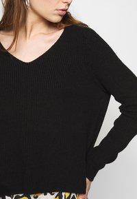 ONLY - ONLMISCHA V-NECK - Sweter - black - 5