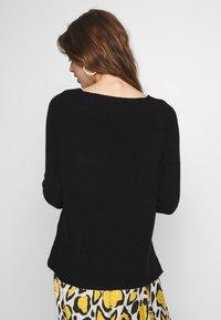 ONLY - ONLMISCHA V-NECK - Sweter - black - 2