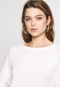 ONLY - ONYPOPPY - Sweter - cloud dancer - 3