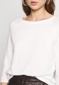 ONLY - ONYPOPPY - Sweter - cloud dancer - 5