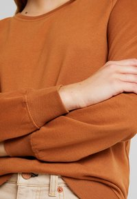 ONLY - CAITLIN SOUND  NECK SLIT - Sweatshirt - argan oil - 5