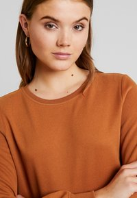 ONLY - CAITLIN SOUND  NECK SLIT - Sweatshirt - argan oil - 3