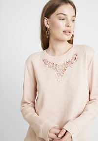 ONLY - ONLHAMBURG O-NECK - Sweater - cameo rose - 4
