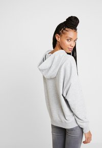 ONLY - ONYFRIDA O-NECK - Mikina s kapucí - light grey melange - 2