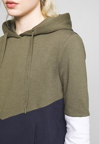 ONLY - ONLPEAR BLOCKING HOOD - Sweat à capuche - kalamata/white/night sky - 5