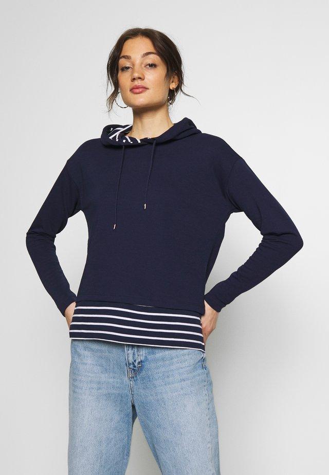 ONLFMARINA  HOOD - Jersey con capucha - peacoat/cloud dancer