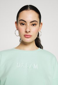 ONLY - SET SWEATSHIRT AND PANTS - Sweatshirt - mist green - 5