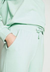 ONLY - SET SWEATSHIRT AND PANTS - Sweatshirt - mist green - 6