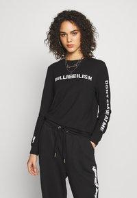 ONLY - ONLBILLIE EILISH - Camiseta de manga larga - black - 0