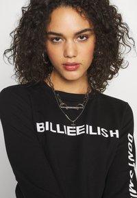 ONLY - ONLBILLIE EILISH - Camiseta de manga larga - black - 3