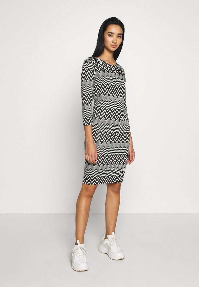 ONLY - ONLVIGGA ONECK DRESS - Shift dress - cloud dancer/zigzag black