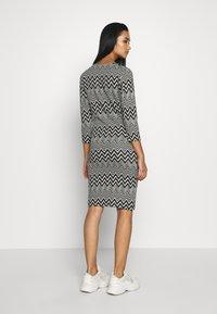 ONLY - ONLVIGGA ONECK DRESS - Shift dress - cloud dancer/zigzag black - 2
