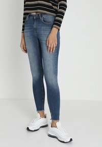 ONLY - ONLBLUSH MID ANKLE RAW - Jeans Skinny - dark blue denim - 0