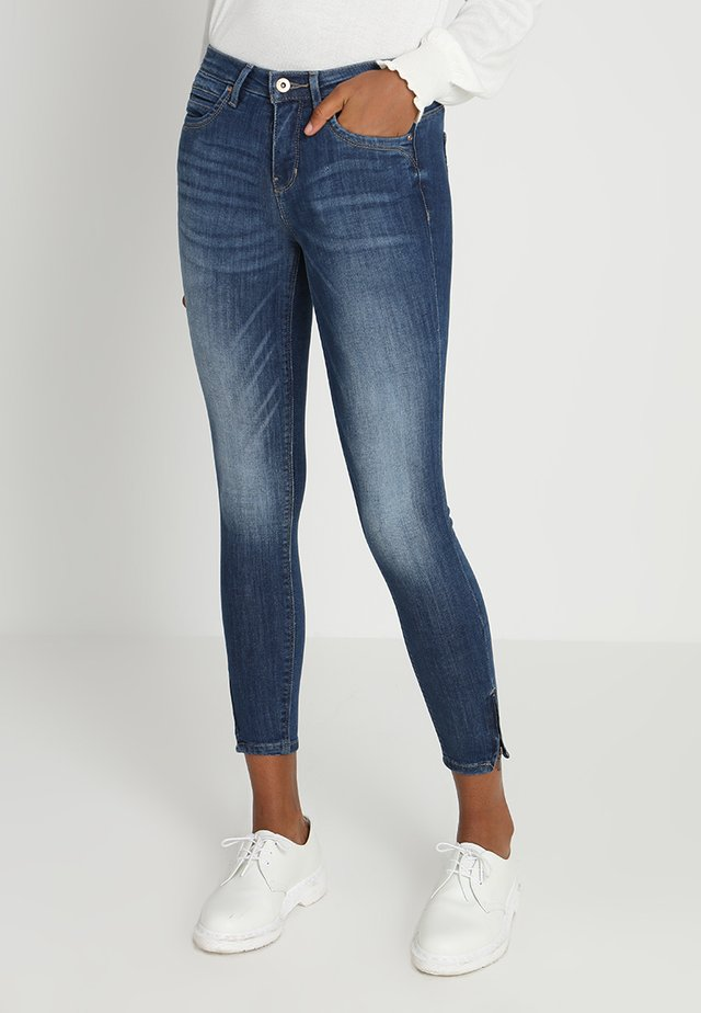 ONLKENDELL - Vaqueros pitillo - medium blue denim