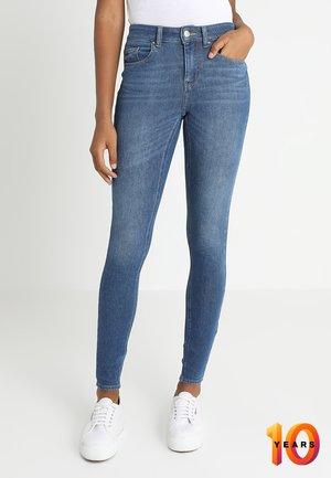ONLEXK BLUZH MID WAIST - Skinny džíny - medium blue denim