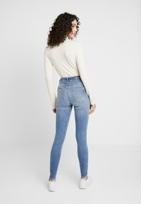 ONLY - ONLBLUSH BUTTON - Jeans Skinny Fit - medium blue - 2