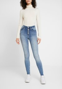 ONLY - ONLBLUSH BUTTON - Jeans Skinny Fit - medium blue - 0