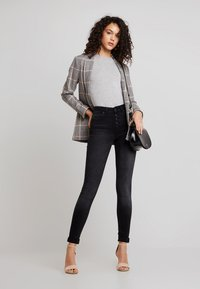 ONLY - ONLBLUSH BUTTON - Jeans Skinny Fit - black denim - 1