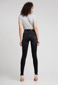 ONLY - ONLBLUSH BUTTON - Jeans Skinny Fit - black denim - 2