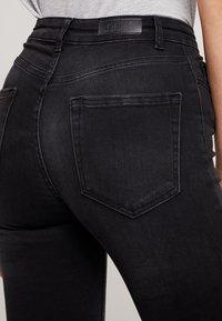ONLY - ONLBLUSH BUTTON - Jeans Skinny Fit - black denim - 5