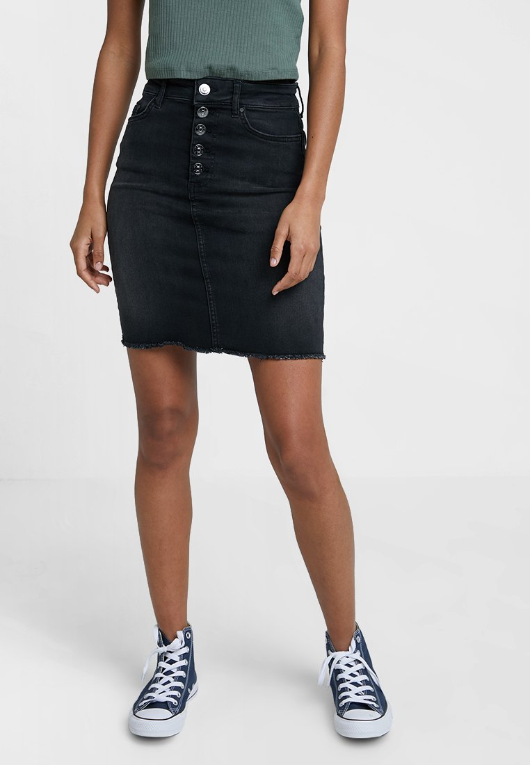 ONLY - ONLBLUSH BUTTON SKIRT - Falda de tubo - black denim