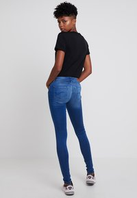 ONLY - ONLCARMEN LIFE - Jeans Skinny Fit - medium blue denim