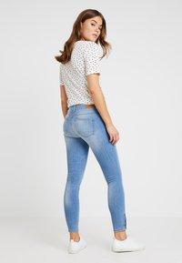 ONLY - ONLKENDELL REGSK ANK ZIP - Jeans Skinny Fit - light blue denim - 2