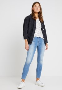 ONLY - ONLKENDELL REGSK ANK ZIP - Jeans Skinny Fit - light blue denim - 1