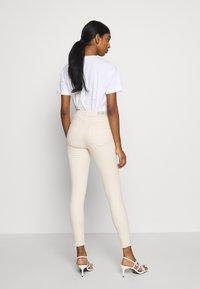 ONLY - ONLBLUSH  - Jeans Skinny Fit - ecru - 2