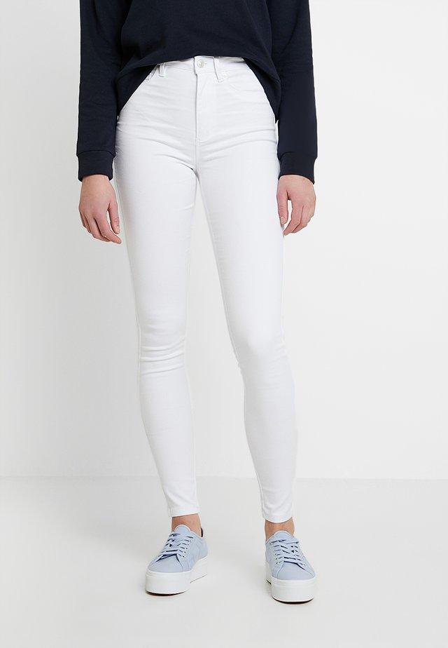 ONLROYAL - Vaqueros pitillo - white